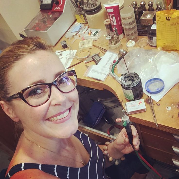 Borrowed  friends bench to do some repairs. I WILL get my workshop fully stocked in 2016. Can't wait to make me some pretties ;)