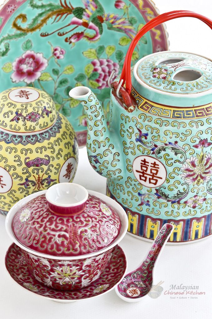 Malaysian Chinese ceramic ware has been an important part of how the food was presented in family dining. Different types wares were used for different occasions. | Food • Culture • Stories at MalaysianChineseKitchen.com