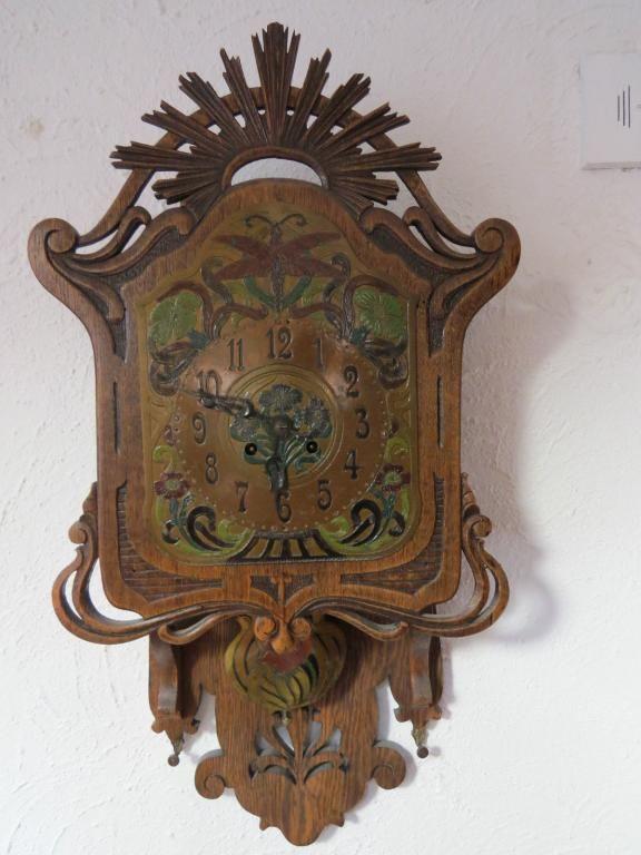 антикварные часы модерн