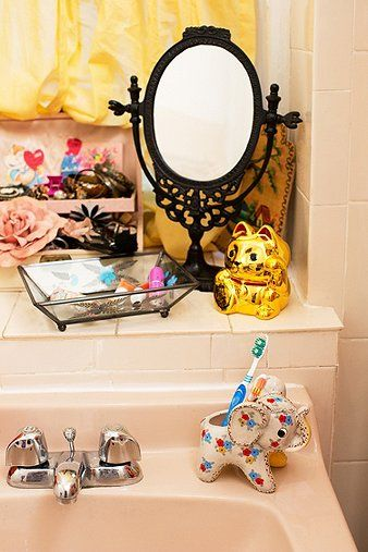I need this Elephant toothbrush holder!! ---Urban Outfitters Apartment
