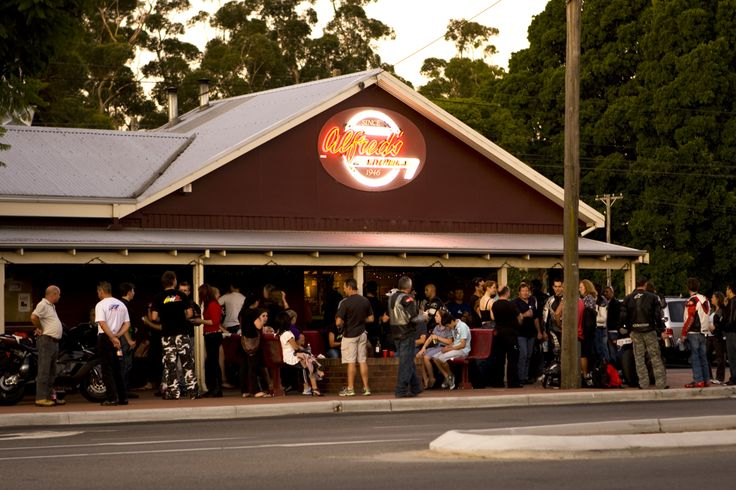 Alfred's Kitchen, Best Burgers in Western Australia, sit around the outdoor fire in autumn nothing better...