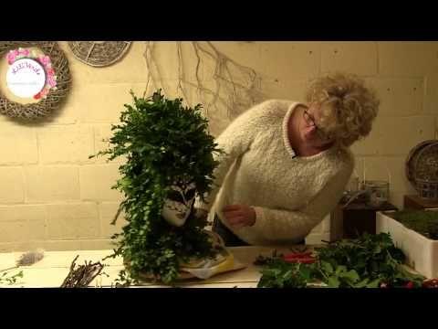 Maak zelf een mooi bloemstuk op vaas of pot - YouTube