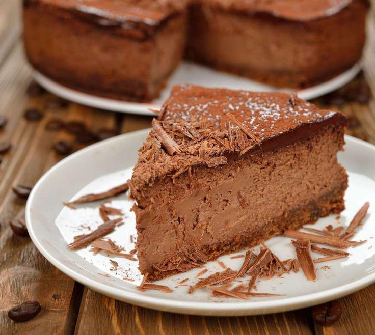 Aprenda a fazer o clássico Cheesecakede Chocolate e surpreenda: Uma doce e leve receita para você preparar o quanto antes e aproveitar para convidar os amigos para degustarem esse delícia