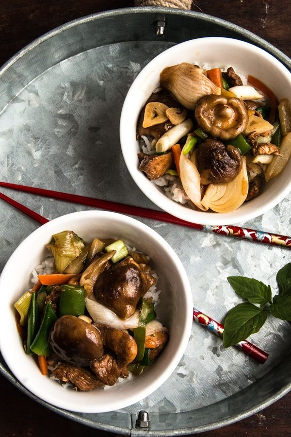 Stir-fry chicken with vegetables in tamarind sauce