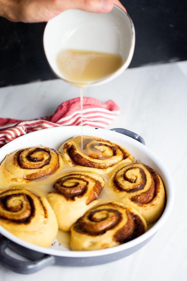 Vegan cinnamon rolls, easy and perfect Vegan Breakfast Recipes, Delicious Vegan Recipes, Fall Recipes, Sweet Recipes, Sweet Roll Recipe, Vegan Cinnamon Rolls, Breakfast Pastries, English Food, Vegan Dishes