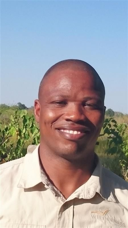 What qualities earned Tom Satau Employee of the Month at Vumbura Plains?