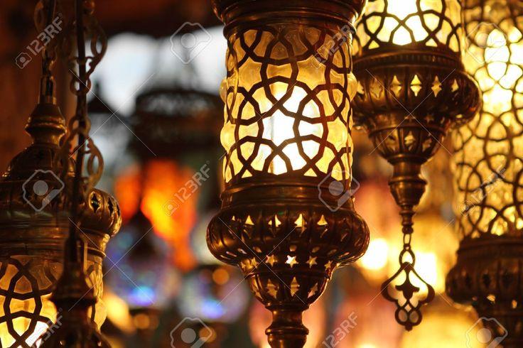 Традиционные старинные турецкие лампы на светлом фоне в ночи Фотография, картинки, изображения и сток-фотография без роялти. Image 12636809.