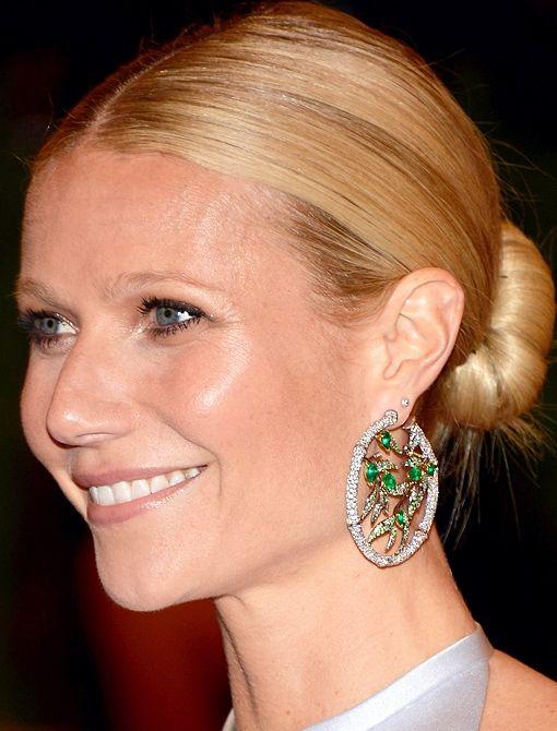 knockout hoops: Gwyneth Wear, Gwyneth Paltrow Un, Met Gala, Emeralds Hoop, Earrings Metgala, Bamboo Earrings, Summer, High, Gala Anna