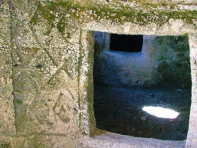 La necropoli ipogeica di S'Adde 'e Asile -Ossi(SS)  La tomba delle clessidre