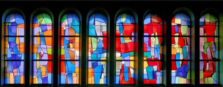 (Vitrail) Vitraux de l'Église de Mézières dans le canton de Fribourg en Suisse