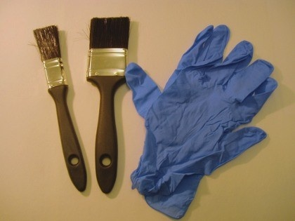 This is a kit of disposable nitrile gloves (in packs of 5) and a 1 ins throw away paint brush suitable for things like skirting boards or more complex stripping jobs, and a 2 ins throw away paint brush for larger areas such as doors, artex walls and ceilings etc.