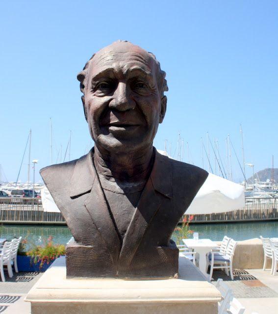 Halikarnas balıkçısı Cevat Şakir Kabaağaçlı heykeli Turgutreis Marina, Bodrum…