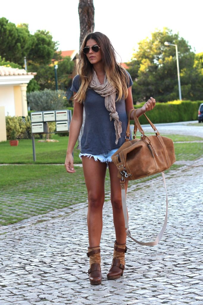 I'd wear this. Well if I had legs like hers! But I love this casual look for Summer.