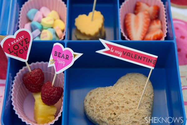 Valentine's Day-themed bento lunch boxes for kids