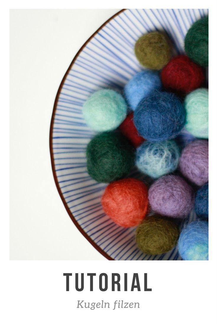 Filzkugeln lassen sich zu vielen dekorativen Dingen verarbeiten: Untersetzer, Schmuck, kleine Anhänger bis hin zu Teppichen. Die Kugeln lassen sich einfach selbermachen. In dieser Anleitung zeige ich dir wie. Das Tutorial ist auch für Anfänger geeignet!