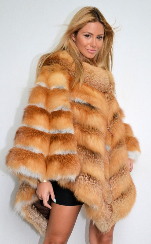 OUTLET EXCLUSSIVE ITALIAN GOLD FOX PONCHO.
