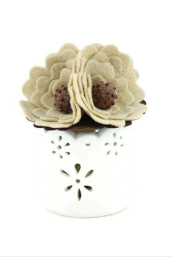 Felt flower brooch - oats and coffee
