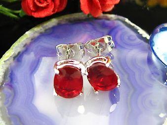 Cercei ovali placati cu aur alb 18k cu rubine rosii