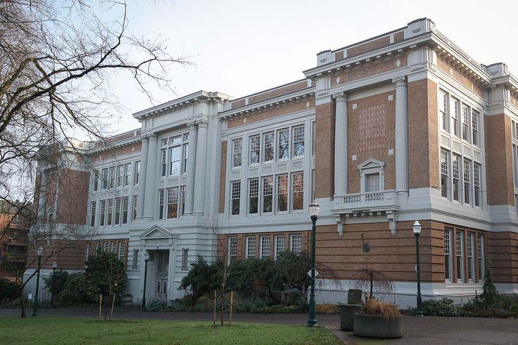 Lincoln Hall, teatro e edifício de artes cênicas da Universidade Estadual de Portland, no Oregon, USA.  Fotografia: Visitor7.  - Wikipédia, a Enciclopédia Livre.
