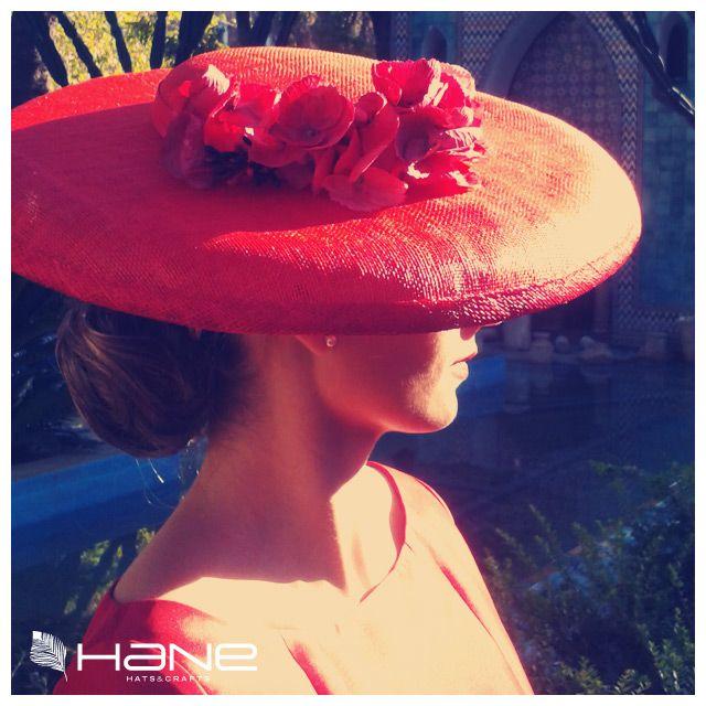 Sombrero rojo de Hane y vestido de Marucalora. ¡Ideal!