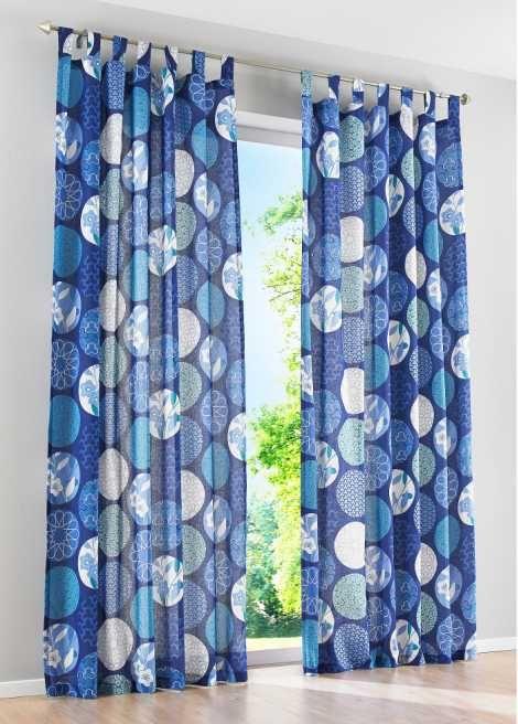 Se nu:Ogenomskinligt draperi som passar perfekt till gardinen och hissgardinen «Yuna». Draperiet har ett iögonfallande mönster som drar dina gästers blickar till sig. Tillverkad i ren bomull. Upphängning med rynkband eller hällor.