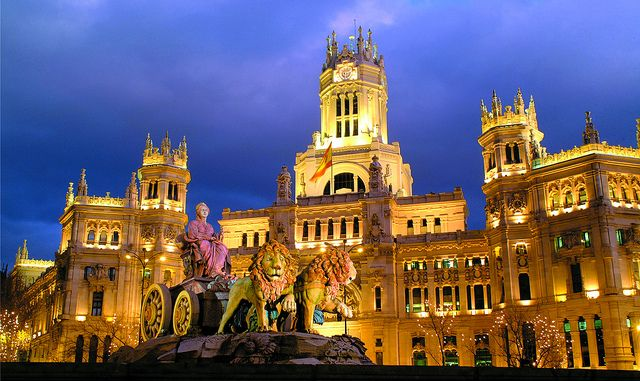 Cibeles con el ayuntamiento/Cibeles and town hall by Turismo Madrid, via Flickr