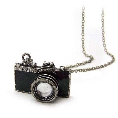 Collier avec pendentif appareil photo