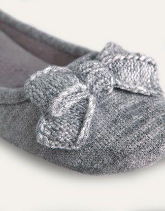 winter flat home...: Crochet Boots Sho, Winter Flats, Winter Mornings, Knits Bows, Crochet Bootssho, Beats Gifts, Bows Slip, Shoes Flats Winter, Christmas Gifts
