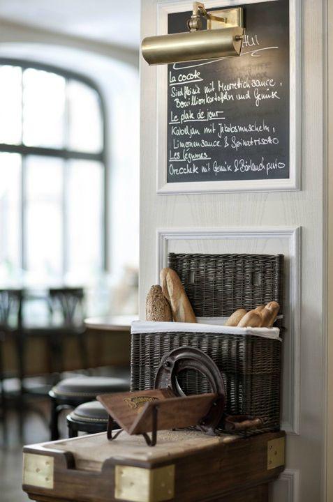 kiyoaki:    Dyer-Smith Frey:QUAGLINO's Restaurant interior
