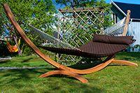 Big Island Hängmatta  HAMACA Big Island Hängmatta är en extra skön vadderad hängmatta i amerikansk sydstatsmodell, som är din säng i luften.   Eftersom den är korgvävd är den mer elastisk och blir därmed ännu skönare. Bredden är på hela 139 cm så den är riktigt bekväm för flera personer.