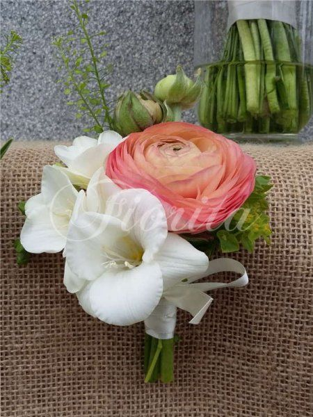 svatebni-kytice-praha-sasanky-pryskyrniky-tulipany-eustomy-frezie-hermanky-kokoska-6
