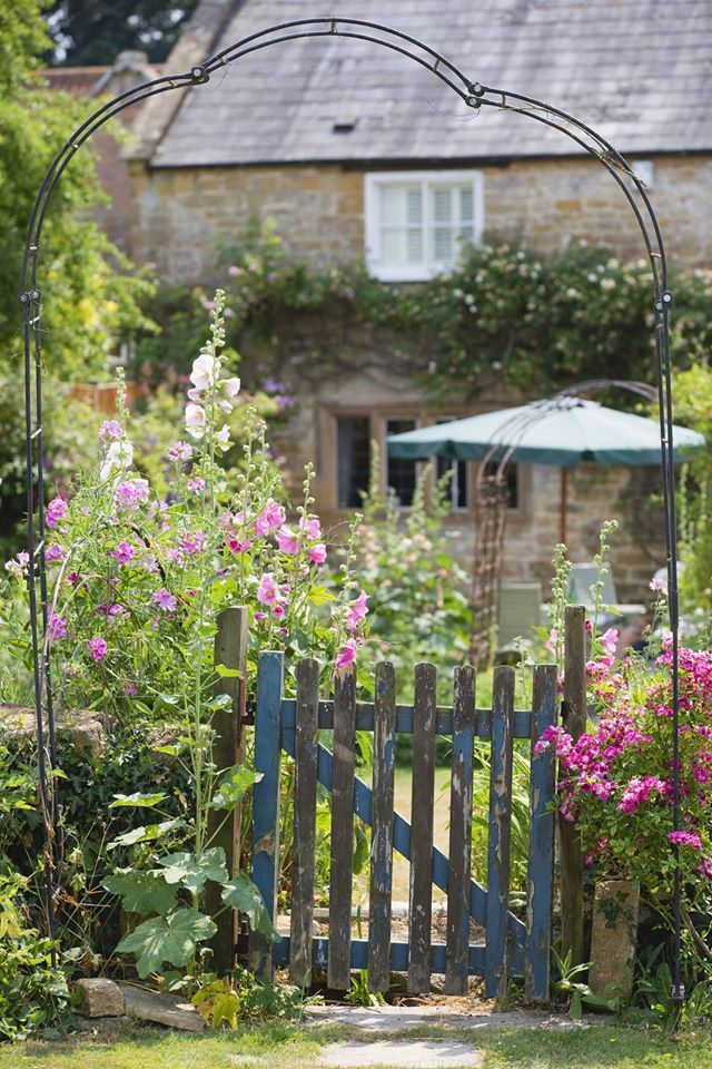cottage garden design essential flowers and plant combinations - Garden Design Cottage Style