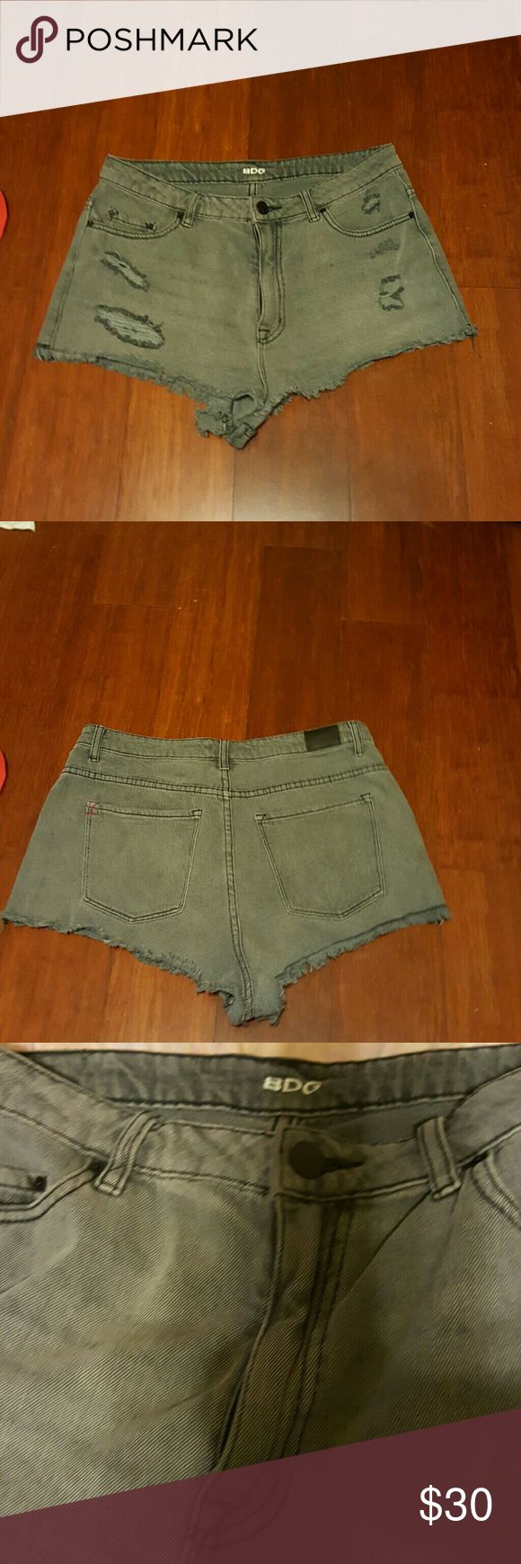 Sexy BDG DENIM HIGHRISE CHEEKY SHORTS sale markdow 100% cotton size 31w stone black,used but very good condition Shorts Jean Shorts