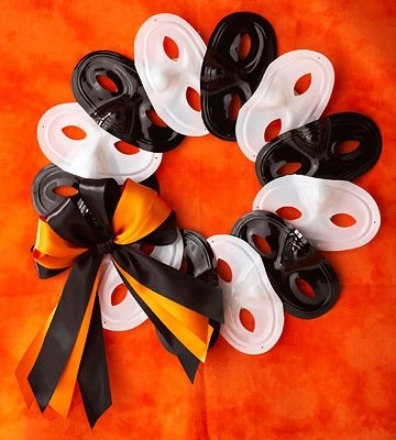 The website is for all kinds of Halloween Wreath Ideas, but this one specifically would be cute for a masquerade ball themed party decoration | HOLLY WINN = HA…