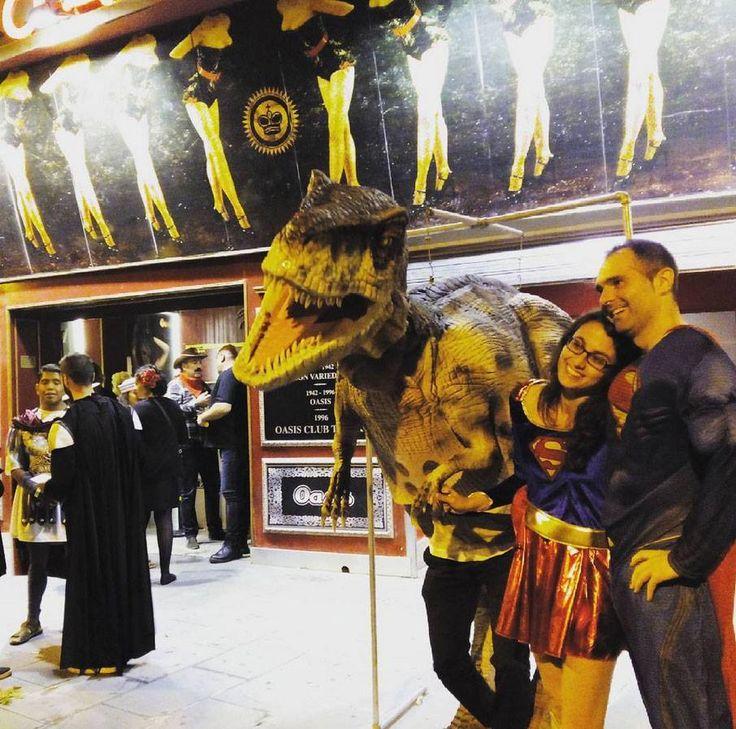 Superman cuidado que el dinosaurio se mueve entrada de for Sala oasis zaragoza