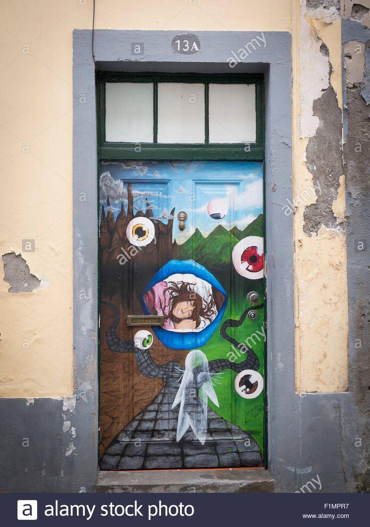 The Painted Dveře Funchal Staré Město, Madeira, Portugalsko.  Art of Otevřít projekt dveří v Rua de Santa Maria Funchal Reklamní fotografie