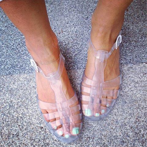 ¡Crea tu look veraniego con estas cangrejeras #mustang! Yo me atrevo a lucirlas fuera del agua con unos shorts! #FashionStyle #cangrejerasdemoda