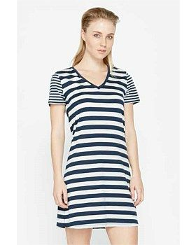 The Icebreaker Tech Lite V Dress Stripe is a wardrobe must. Made from Icebreakers 150gm merino jersey fabric it's soft, light weight and super comfortable. The Icebreaker Tech Lite V Dress with stripe design is perfect for any occasion. Buy Now: http://www.outsidesports.co.nz/Icebreaker/Womens_Icebreaker/Skirts_and_Dresses/IB102156/Icebreaker-Tech-Lite-V-Dress---Stripe.html#.Vgi28fmqpBc