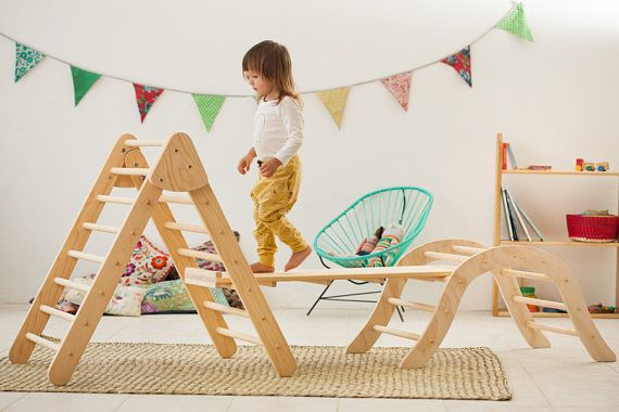 THIS ARTICLE IS MADE TO ORDER *** The reversible ramp is the perfect complement to climbing bow, pikler triangle or balance board. Enjoy your children, sliding, balancing, climbing and even playing racing cars! One side is a ramp with sprouts and others