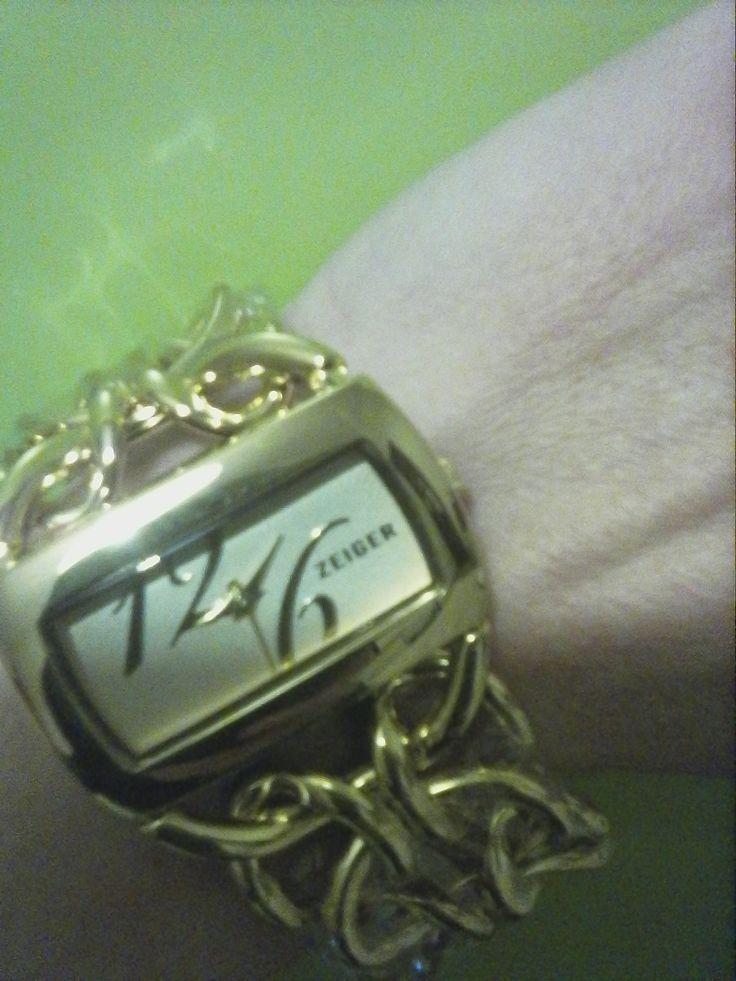 Vi piacciono gli orologi? Bhè andate a curiosare sul mio #blog http://reviewsangela.altervista.org/elegantissimo/ #orologio #donna #elegante #schic #oro #outfit #moda #gioiello #fashion #quarzo #analogico #likeformeplease #likeforlike
