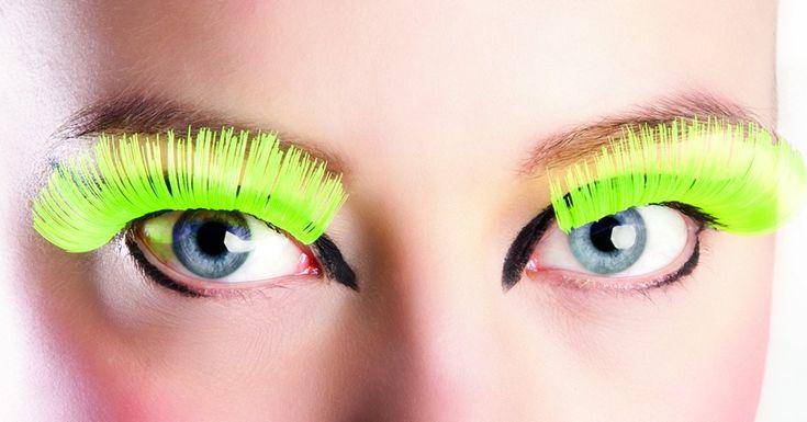Pestañas postizas fluorescentes para mujer: Estas pestañas para mujer son de color amarillo fluorescente. Se sujetan a los ojos con un pegamento especial . Estas pestañas son el perfecto accesorio para tu disfraz.