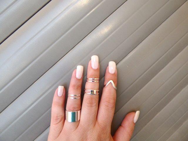 Zilveren Multifinger ringen - Set van 7 zilveren ringen - knokkel ringen, Midi ring, verstelbare ring, manchet, ring, zilveren ringen. door AlinMay op Etsy https://www.etsy.com/nl/listing/201116739/zilveren-multifinger-ringen-set-van-7