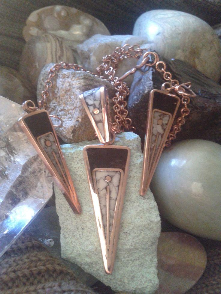 Conjunto en cobre con Mosaicos en Cuarzo y Carbon de Lota.incluye Cadena de cobre hecha a mano.