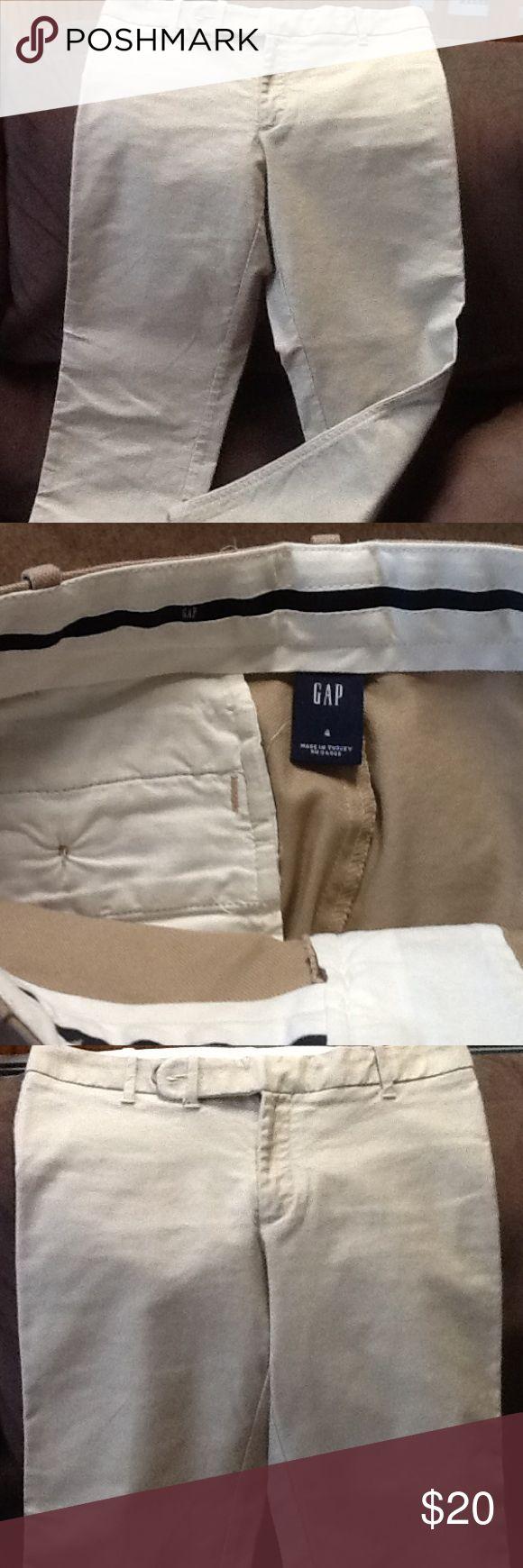 Khaki capris Like new khaki capris. Material is like a cotton twill blend. GAP Pants Capris