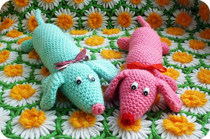New Weiner Dog Plush #Crochet Pattern by @Beverly Galliers Chan