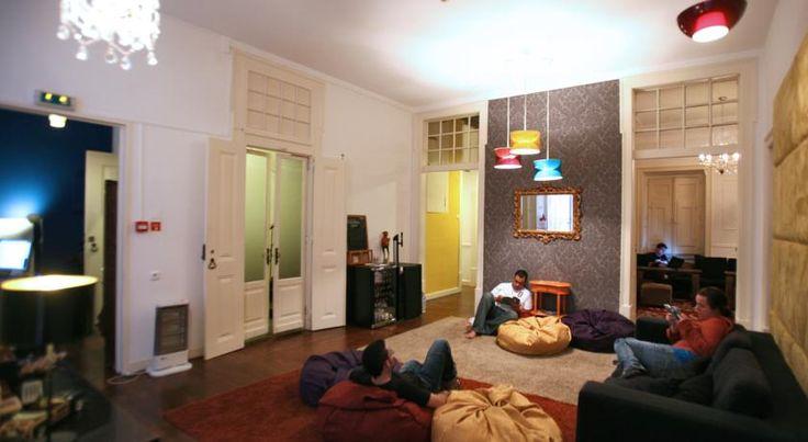 O Travellers House é um hostel extraordinário, com localização privilegiada no centro de Lisboa, funcionários super-atenciosos e um ambiente informal muito agradável. Um luxo a baixo custo.