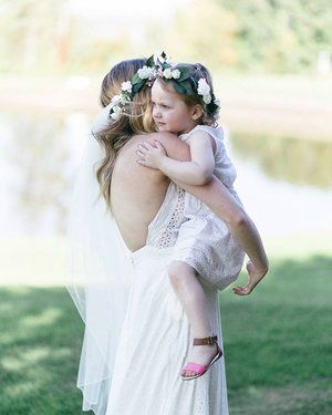 A moment between a mother and daughter is precious. Especially on the Mommas wedding day. Erin and Derek's wedding was perfect, and they included their daughter in all of the right ways while keeping their focus on themselves too 😍