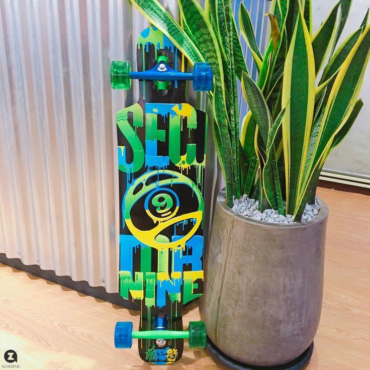 明天再上一天班 又是可愛的週末了 這星期還真是短呀  #假不嫌多 Sector 9 Skateboards ----------------------- Zaza Board Shop 台北市民族東路138號1樓 02-25997838 #longboard #sector9longboards  #zazaboardshop  #滑板
