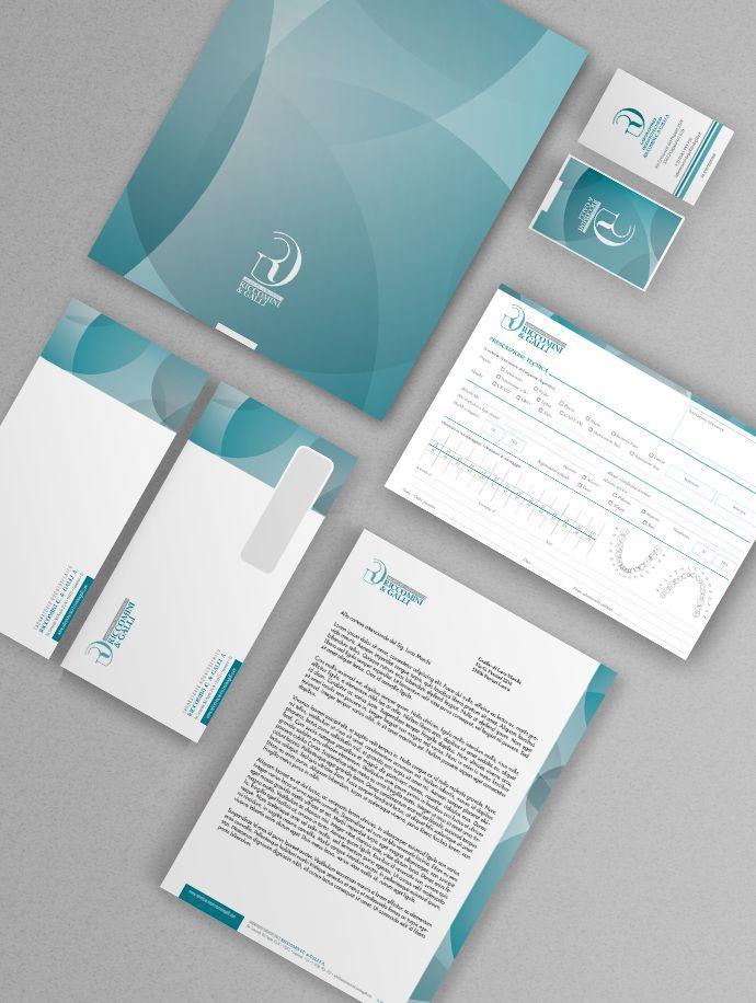 Graffio ha sviluppato la brand identity riproducendo il logo sul set base di stationery, ovvero cartelline, biglietti da visita, moduli per le fatture, carta intestata e buste. #brandidentity #corporateidentity #setstationery #brandimage #GRAFFIOBrand