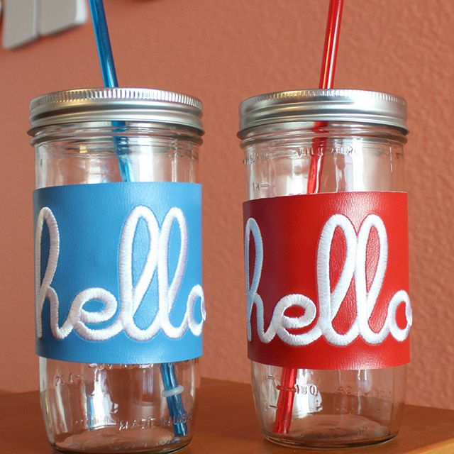 The 24 ounce Mason Jar fits nicely into cup holders so you can sip carefree while traveling!